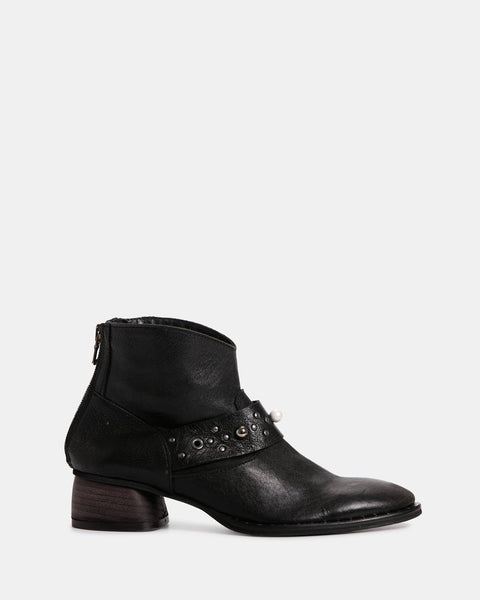 Zoe Kratzmann Spirit Boot Black