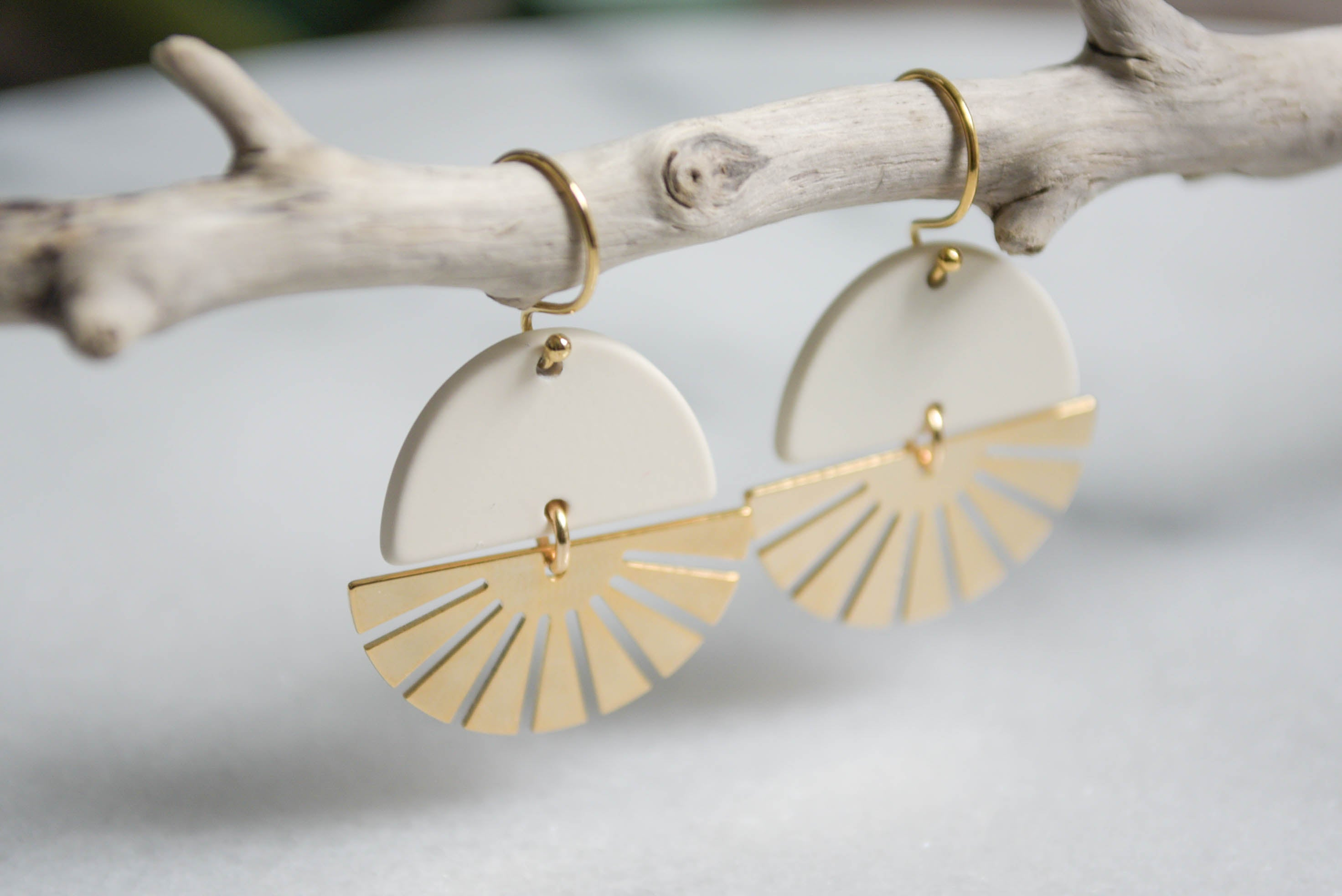 Sun Earrings White