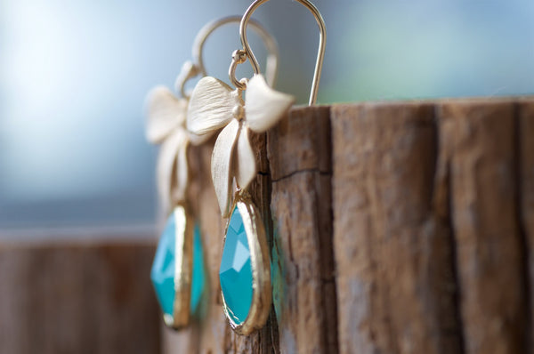 Mint Opal Glass Drop Earrings