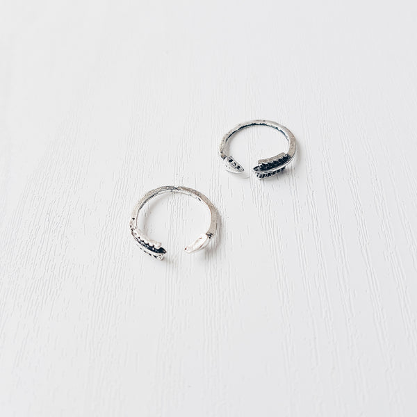 Wraparound Arrow Midi Ring