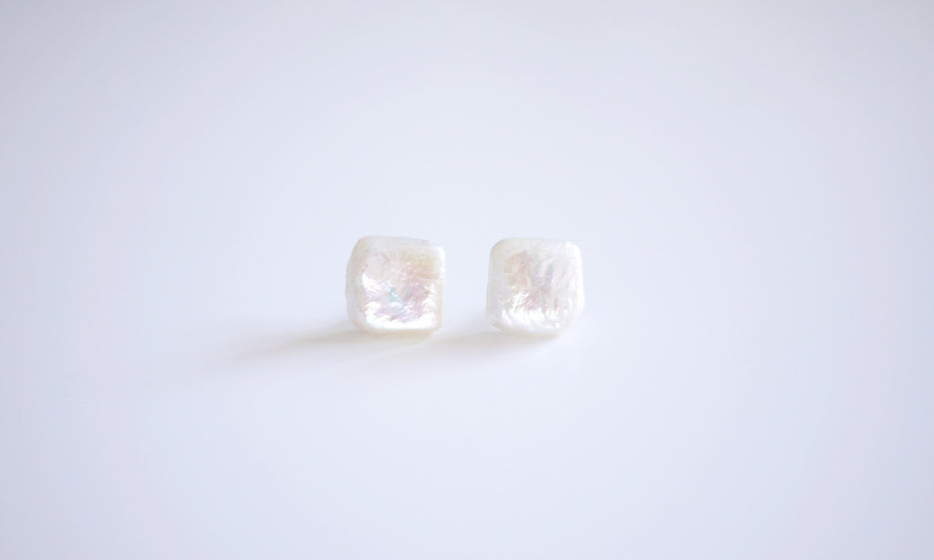 Square-shaped Pearl Ear-studs