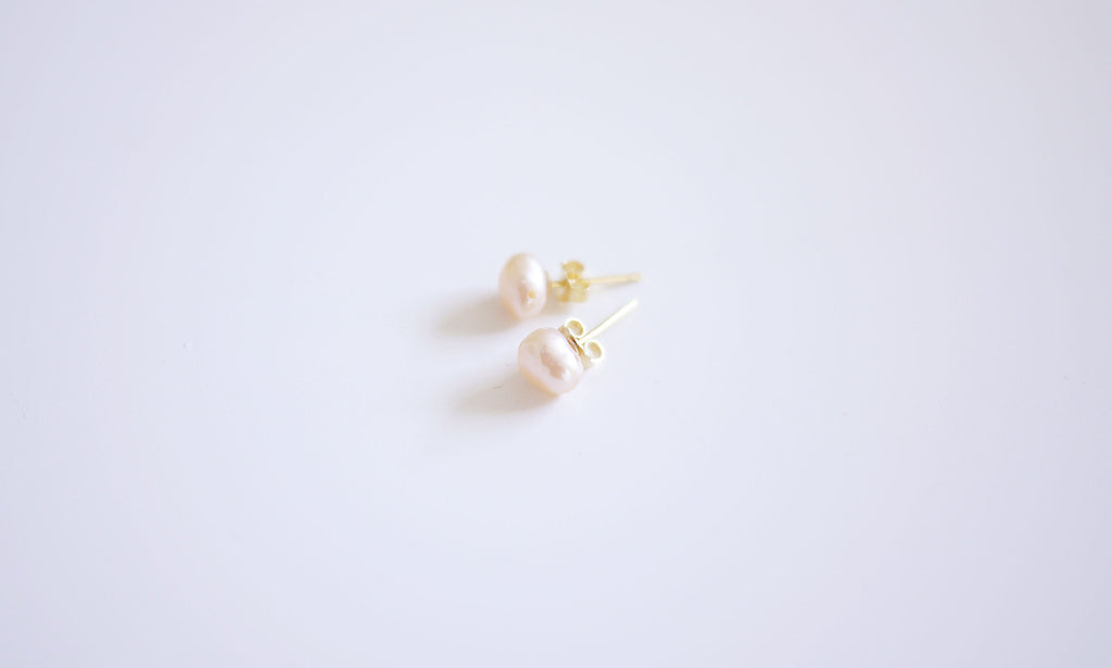 Petit Pink Irregular-shaped Pearl Ear-studs – Gold-plated Fine earware