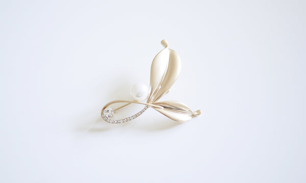 Butterfly Knot Pearl Brooch - Gold