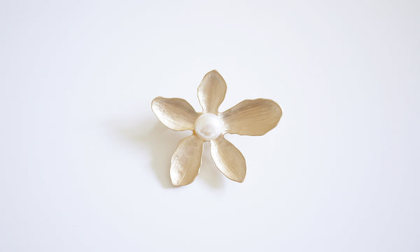 Gold Matt Flower Pearl Brooch