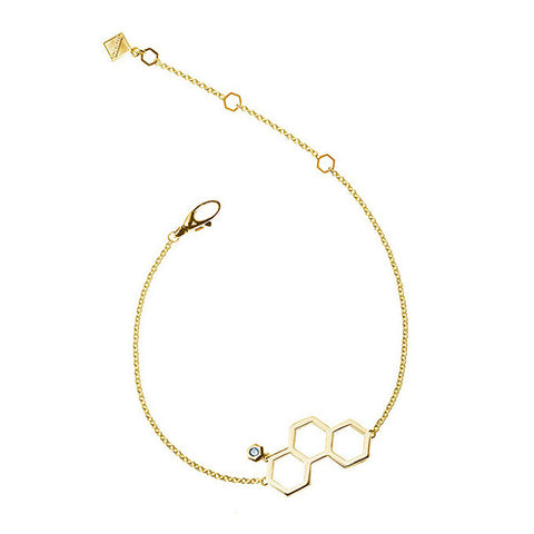 <p>BIRKS BEE CHIC Collection, 18kt yellow gold triple honeycomb bracelet.</p>|<p>BIRKS BEE CHIC Collection, bracelet en or jaune 18kt.</p>