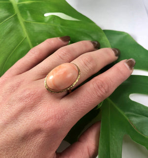 Vintage Coral Ring in 18k Yellow Gold