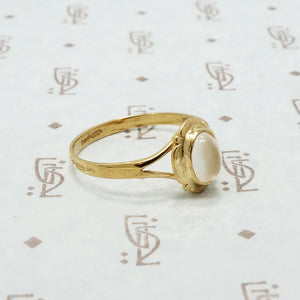 9ct yellow gold moonstone ring side view