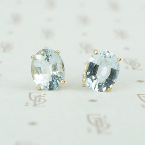 oval aquamarine yellow gold stud earrings 1960's