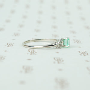 mid century platinum and emerald engagement ring side view