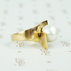 1970's chunky gold big pearl ring bypass style side viw