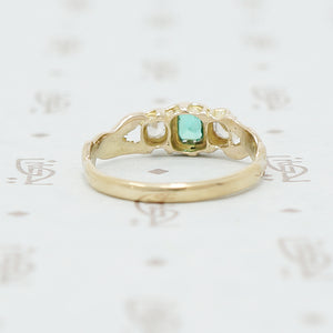 An 1870's Golden Band Set with Diamonds and Emerald