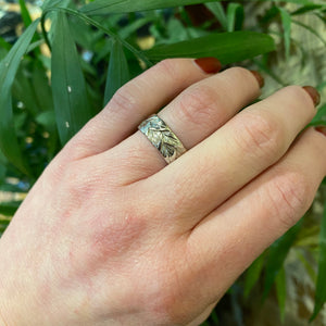 Beautiful White Gold Band With Engraved Leaves