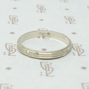 18k White Gold Art Deco Forget Me Not Band