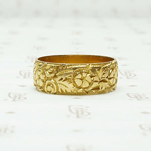 Heavily Engraved English Cigar Band in 18ct Gold