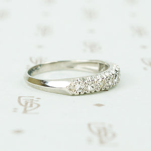 1940's 10 diamond wedding band in platinum with knife edge band side view of detail
