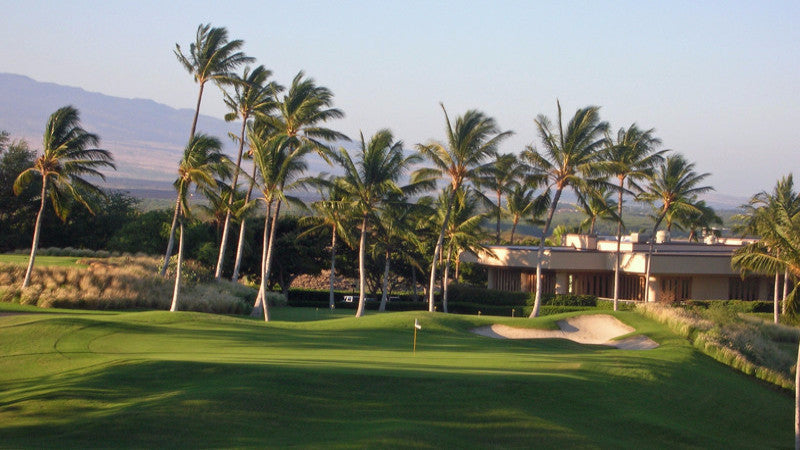 Hapuna Golf Course 18th green and clubhouse