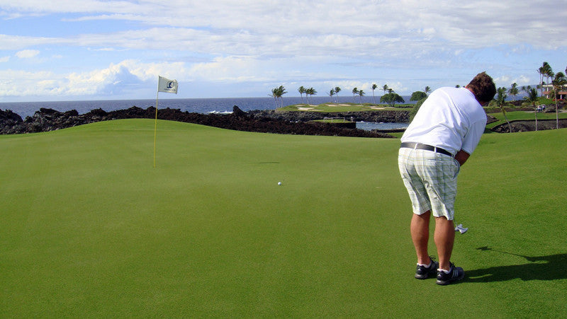 Mauna Lani South Golf hole 13, putting for birdie