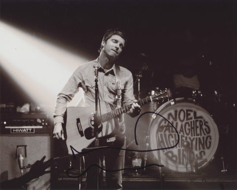 NOEL GALLAGHER SIGNED NOEL GALLAGHER'S HIGH FLYING BIRDS 8X10 PHOTO