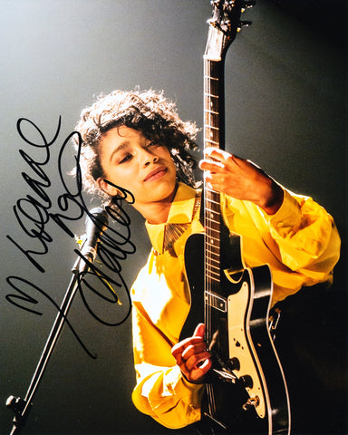 LIANNE LA HAVAS SIGNED 8X10 PHOTO