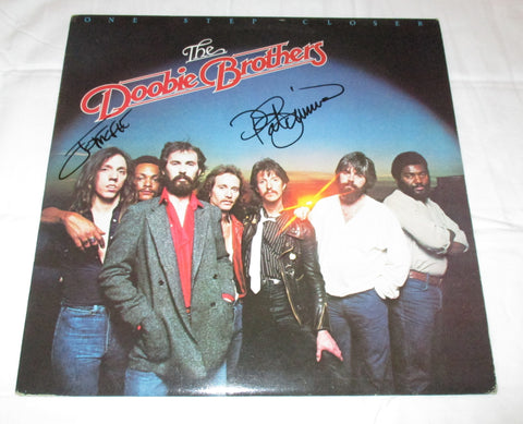 THE DOOBIE BROTHERS SIGNED ONE STEP CLOSER VINYL RECORD