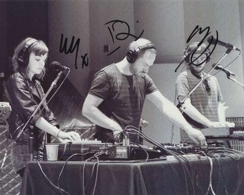 CHVRCHES SIGNED 8X10 PHOTO 2