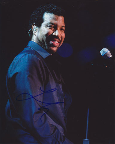 LIONEL RICHIE SIGNED 8X10 PHOTO