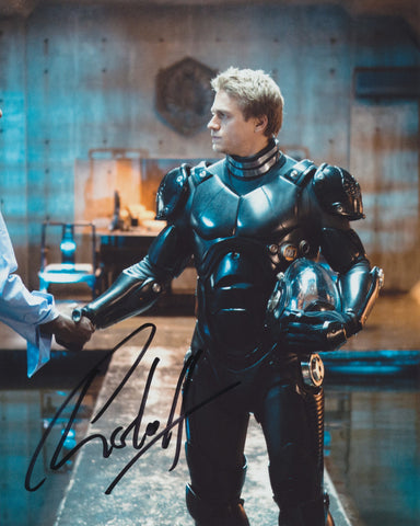 CHARLIE HUNNAM SIGNED PACIFIC RIM 8X10 PHOTO