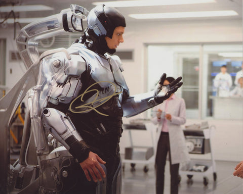 JOEL KINNAMAN SIGNED ROBOCOP 8X10 PHOTO 5