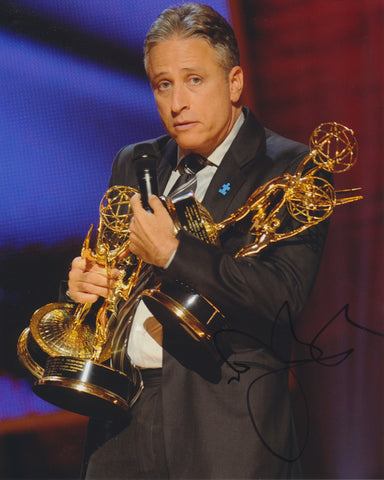 JON STEWART SIGNED THE DAILY SHOW 8X10 PHOTO