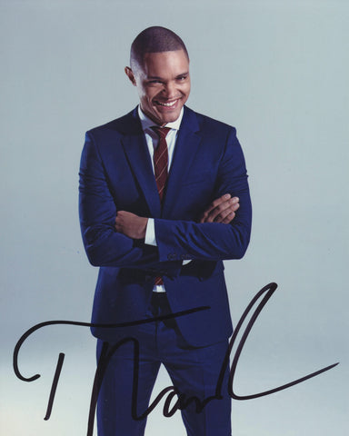TREVOR NOAH SIGNED THE DAILY SHOW 8X10 PHOTO