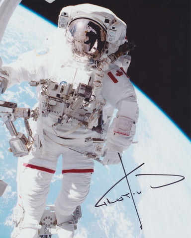 ASTRONAUT CHRIS HADFIELD SIGNED 8X10 PHOTO 3