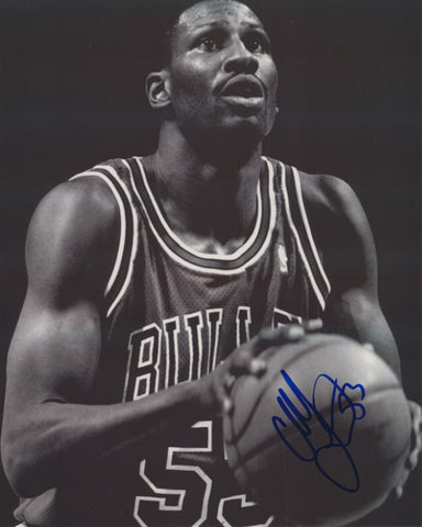 CLIFF LEVINGSTON SIGNED CHICAGO BULLS 8X10 PHOTO