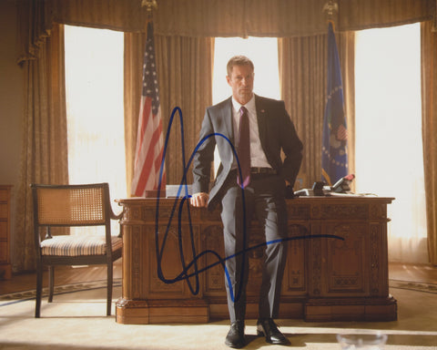 AARON ECKHART SIGNED OLYMPUS HAS FALLEN 8X10 PHOTO
