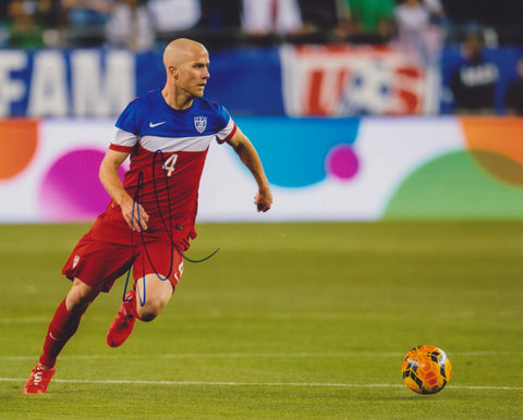 MICHAEL BRADLEY SIGNED TEAM USA SOCCER 8X10 PHOTO