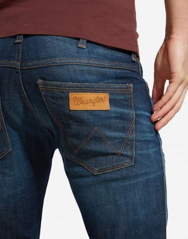 WRANGLER: LARSTON SLIM TAPERED JEANS ROCK STEADY