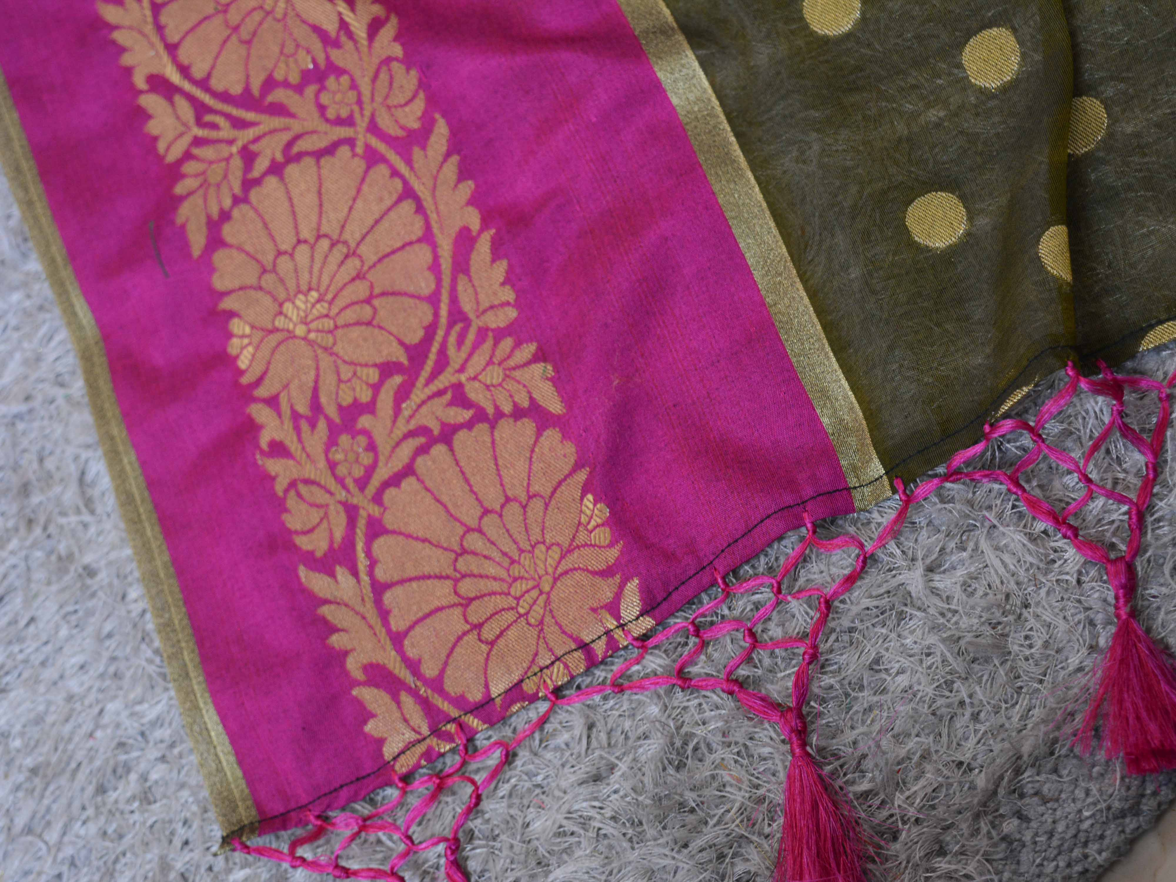 Chanderi Cotton Saree With Woven Zari Motifs & Broad Border With Pink Blouse-Olive Green
