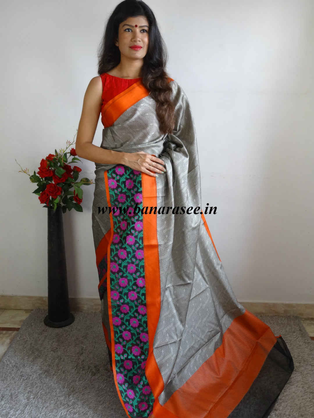 Banarasee Cotton Silk Tanchoi Weave Saree With Contrast Woven Floral Border-Grey