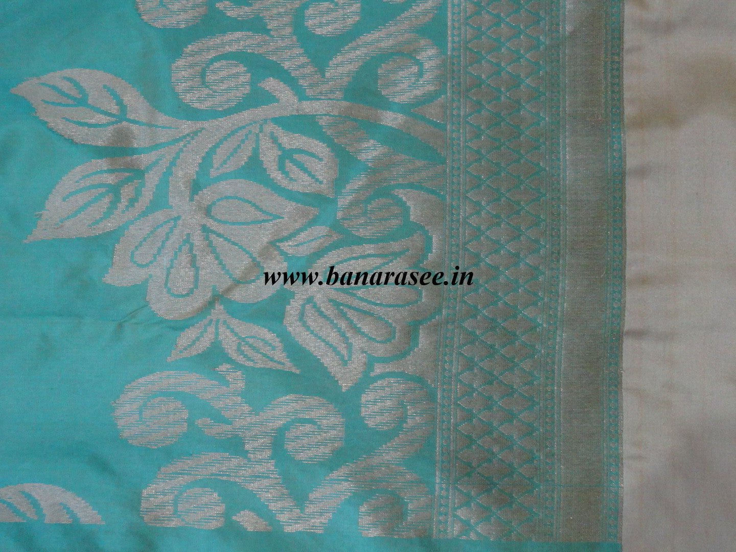 Banarasee Handloom Pure Katan Silk Saree With Floral Jaal & Zari Border-Green(Dual Tone)