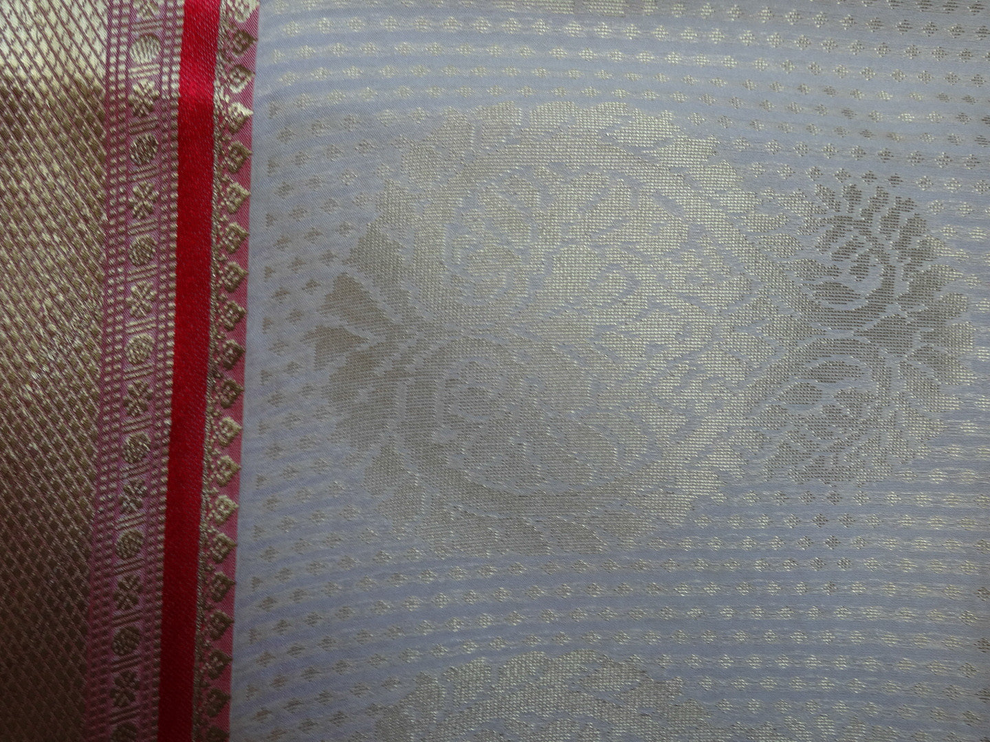 Banarasi/Banarasee Faux Georgette Sari With Red Pallu-Off White