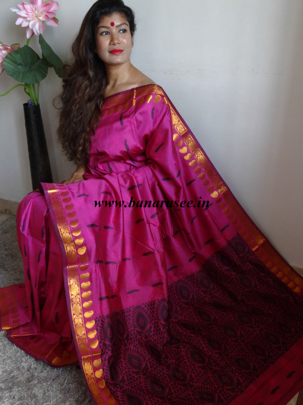 Banarasee Handwoven Art Silk Buti Saree With Black Resham weaving Design-Deep Pink
