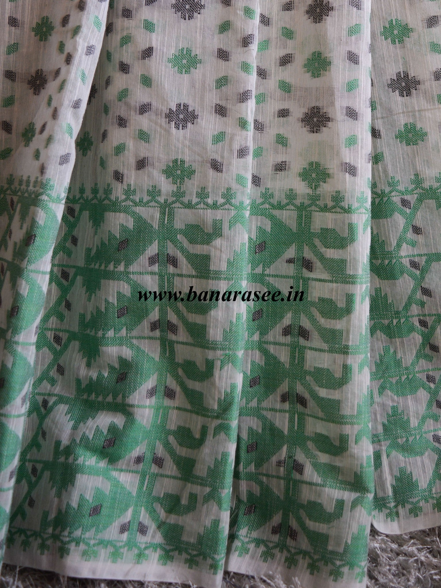 Banarasee/Banarasee Pure Handloom Cotton Dhakai Jamdani Saree With Green Resham Jaal-Off White