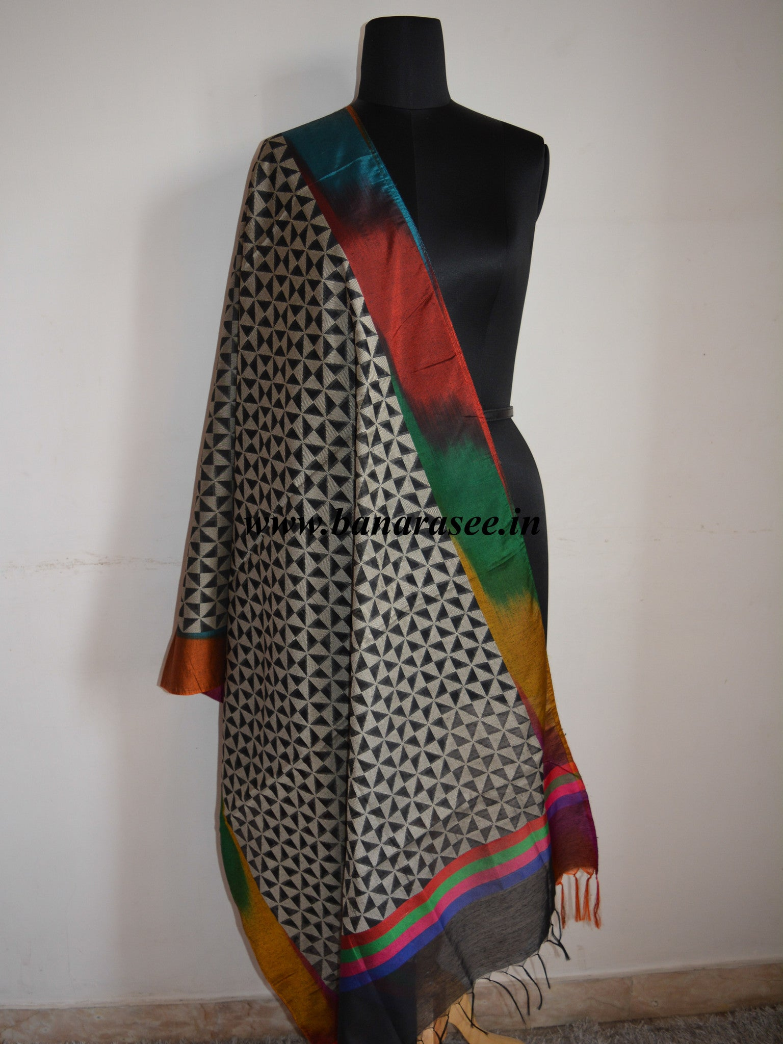 Banarasi Cotton Multicoloured Border Patterned Dupatta-Black