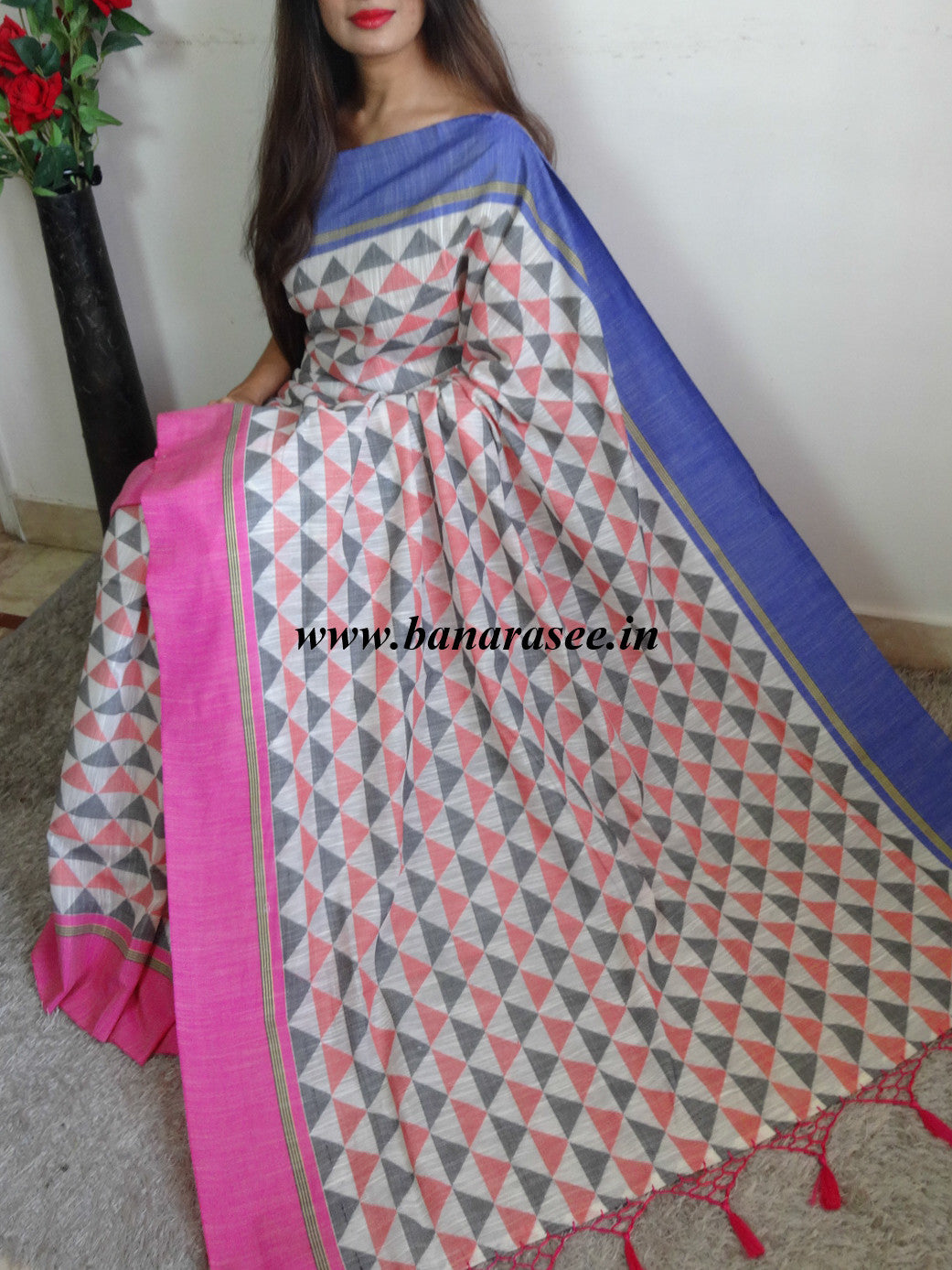 Banarasee Soft Cotton Sari With Woven Triangle Motifs Ganga Jamuna Border &  Pink Blouse-Beige