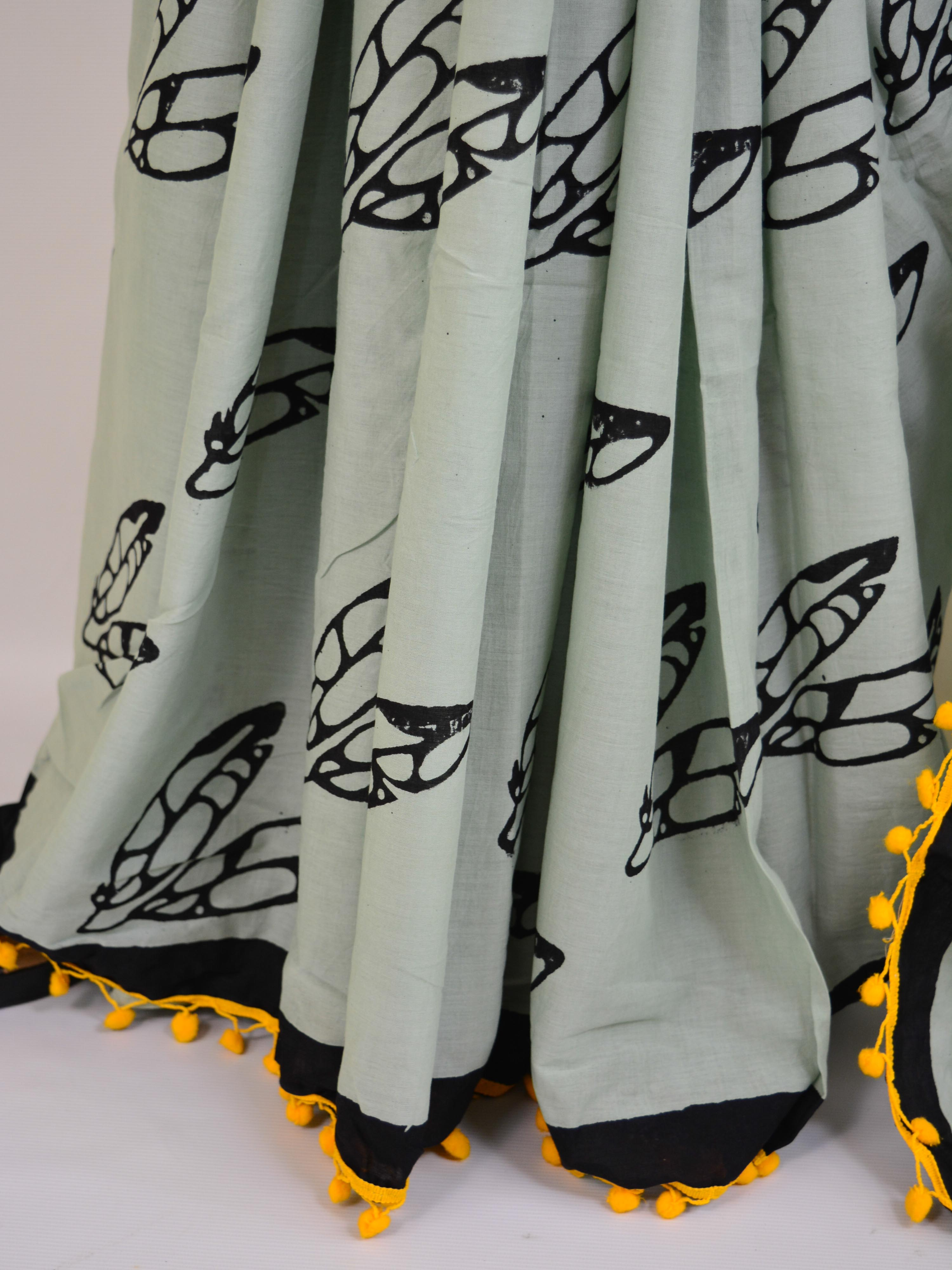 Handloom Mul Cotton Bagru Print Saree With Pom-Pom Details-Grey