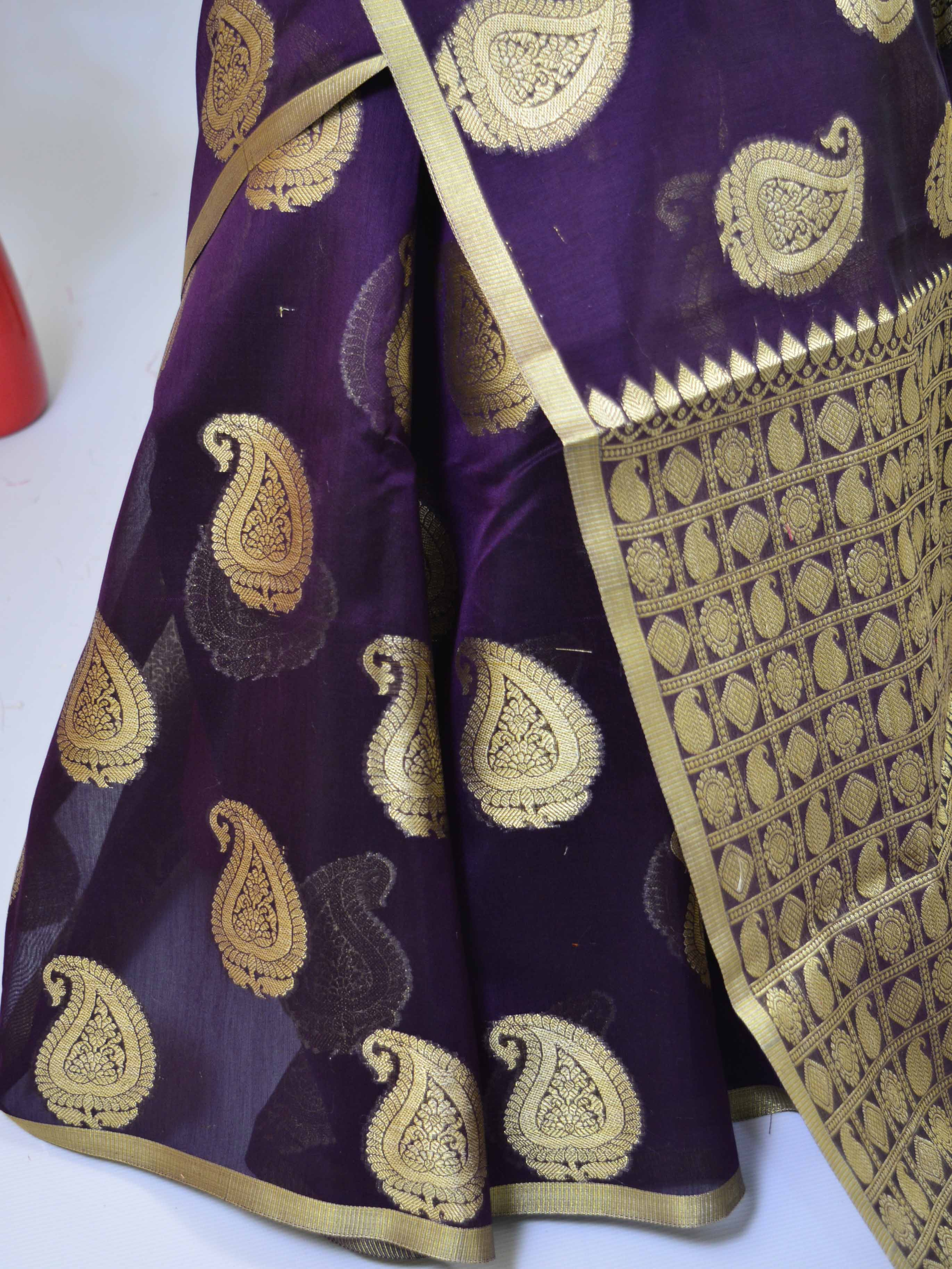 Banarasee Cotton Silk Mix Saree With Zari Paisley Buta-Wine