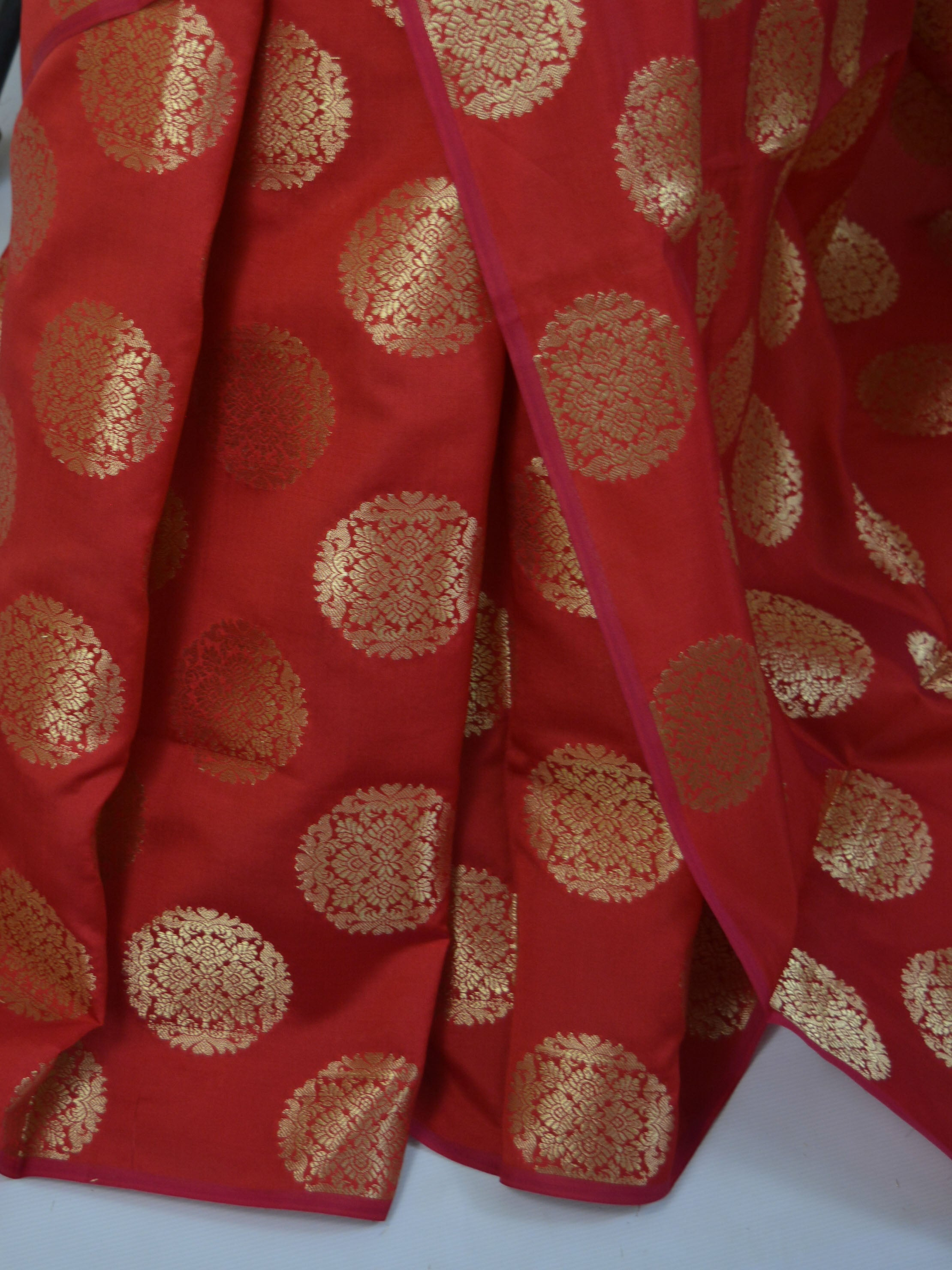 Banarasee Handwoven Semi Silk Saree With Buta Design-Red