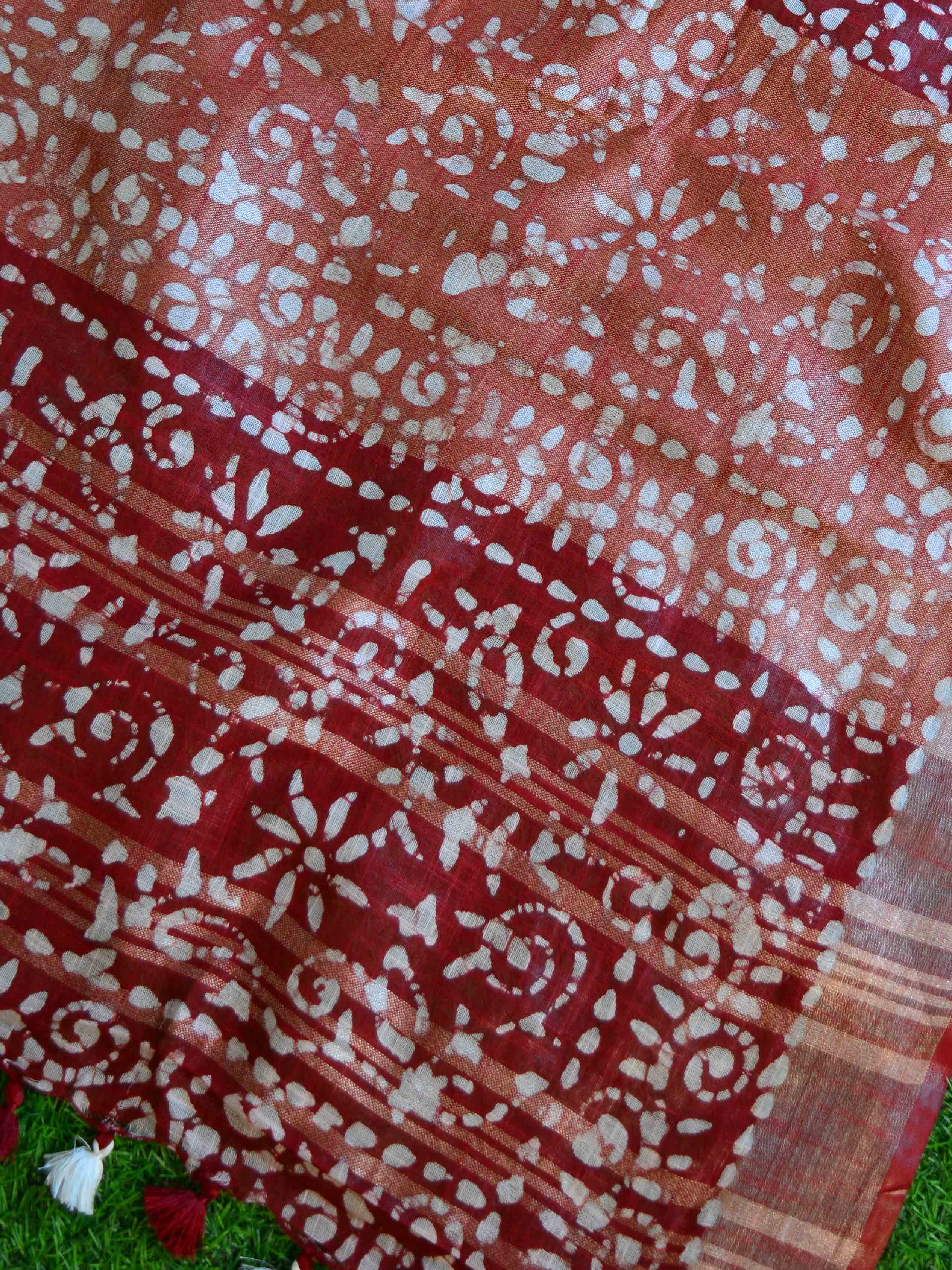 Bhagalpur Handloom Pure Linen Cotton Hand-Dyed Batik Pattern Saree-Rust & Red