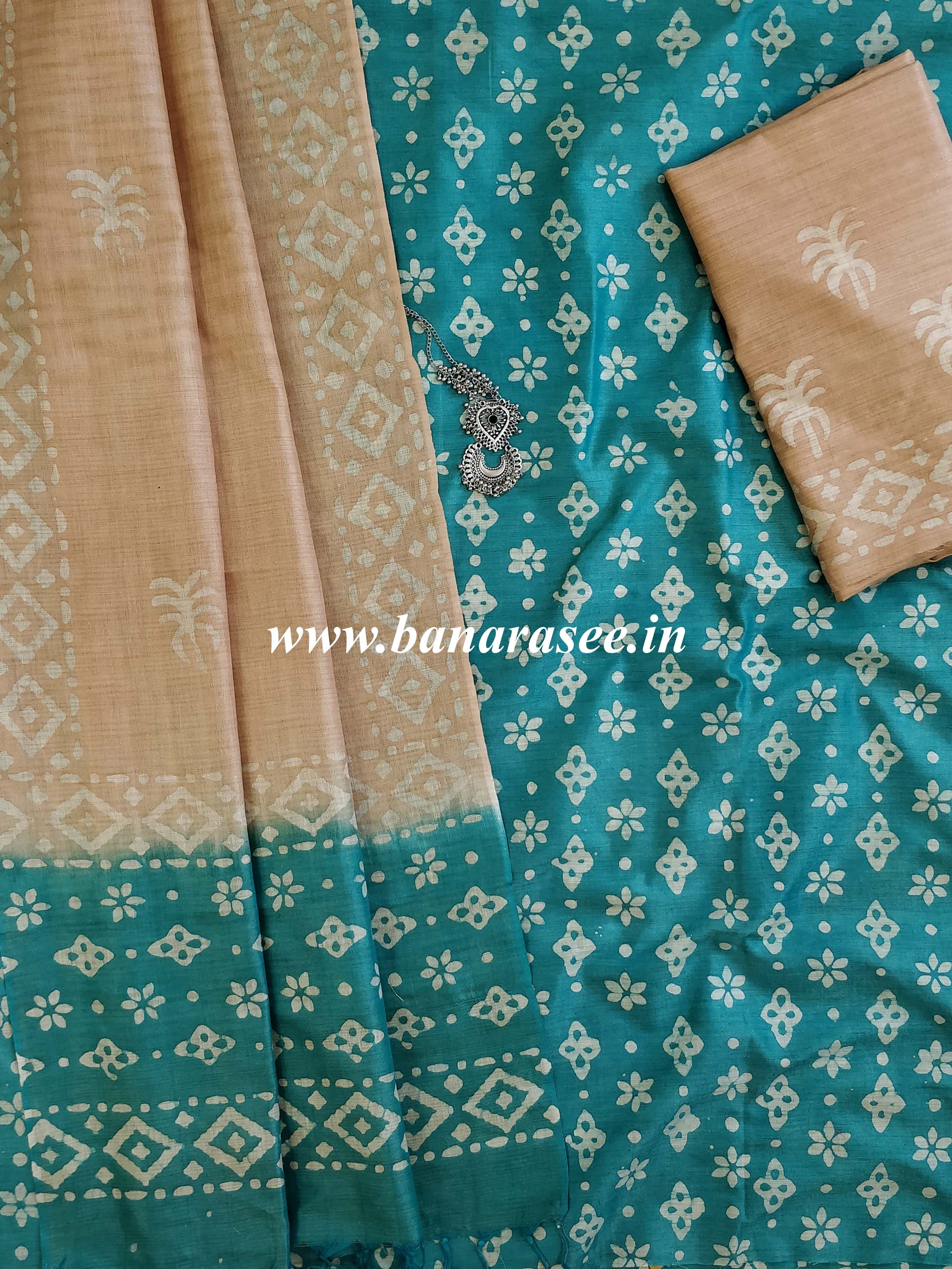 Pure Handloom Khadi Cotton Hand-Dyed Batik Pattern Salwar Kameez Dupatta Set-Green