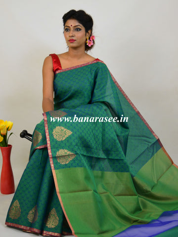 Banarasee Kora Muslin Saree With Tanchoi Weaving & Thin Border-Green