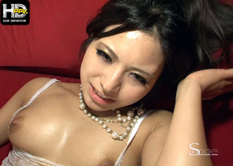 Sexy Lingerie Babe in Threesome Fun - Kanade Otowa 音羽かなで (HD)